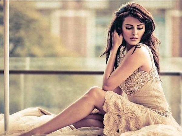 Ex Bigg Boss Contestant Mandana Karimi Shares Hot Pic