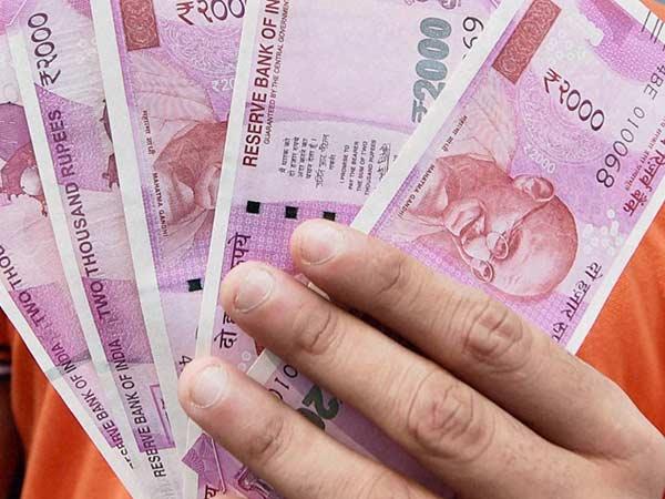 પૈસાનું સંકટ: નોટોની જમાખોરી પર ટેક્સ વિભાગના દરોડા