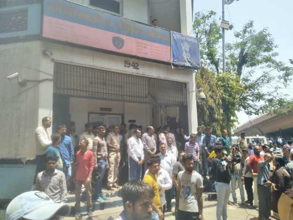 Ahmedabad Large Mob Cornered Ellisbridge Police Station Af
