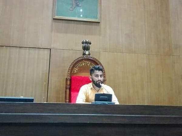 Man Sitting On Speaker S Chair And Took Photo Of Himself Inside Gujarat Legislative Assembly