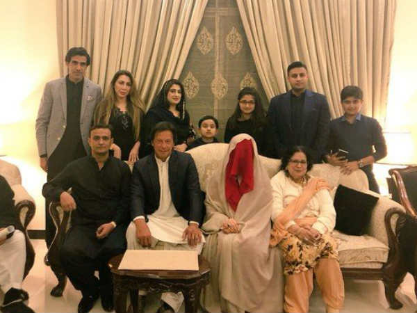 Imran Khan S Marriage Again On Rocks Dogs Back Wife Out