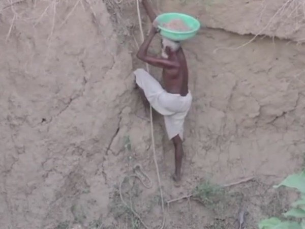 Year Old Man Madhya Pradesh Alone Digging Well