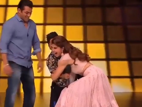 Fans Slams Salman Khan Jacqueline Fernandez Forcibly Hugging A Kid On Show Race