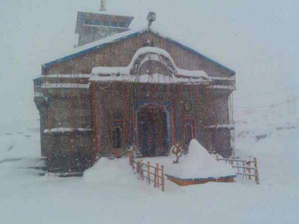 Uttarakhand Heavy Snowfall Kedarnath Dham Former Cm Harish Rawat Stuck