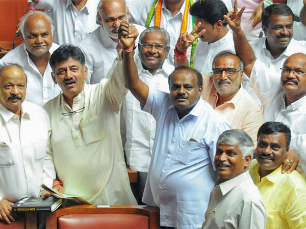 Congress Jds Mlas To Remain In Bengaluru Resorts Till Trust Vote At 12 Pm