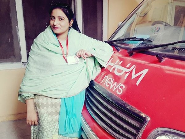 Meet Manmeet Kaur Pakistan First Female Sikh Reporter Breaking Stereotypes