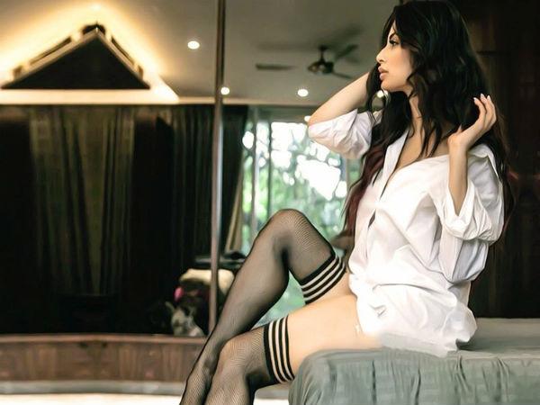 Akshay Kumar Gold Actress Mouni Roy Hot Pic On Instagram