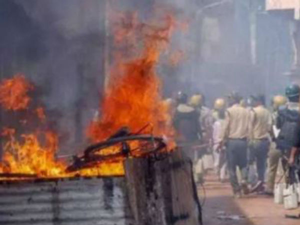 Violence Erupted In Maharashtra Aurangabad Many Policemen Injured
