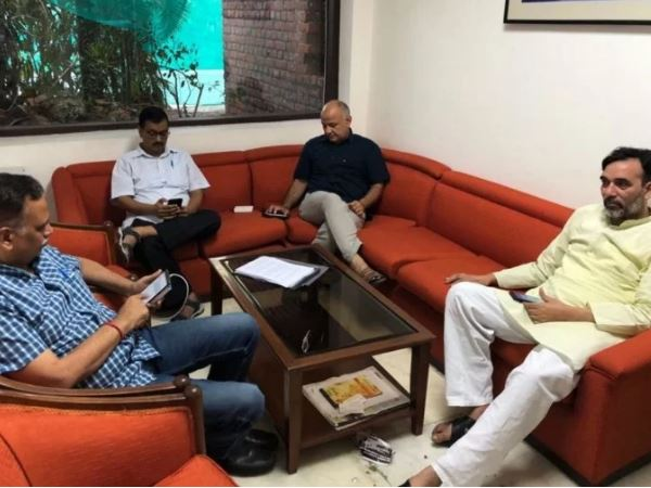 Arvind Kejriwal Sit Protest Lg House Support From Mamata Banerjee