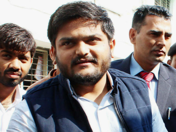 Paas Ex Leader Dinesh Bambhaniya Suit Defamation Case Against Hardik Patel