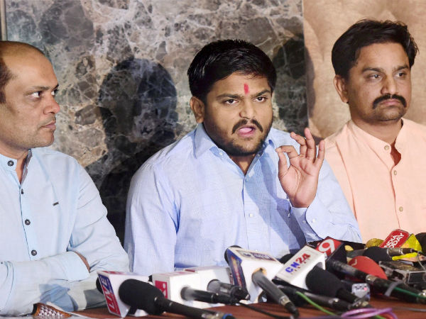 Paas Leader Hardik Patel Blames Ex Pass Leaders To Take Rupees From Bjp