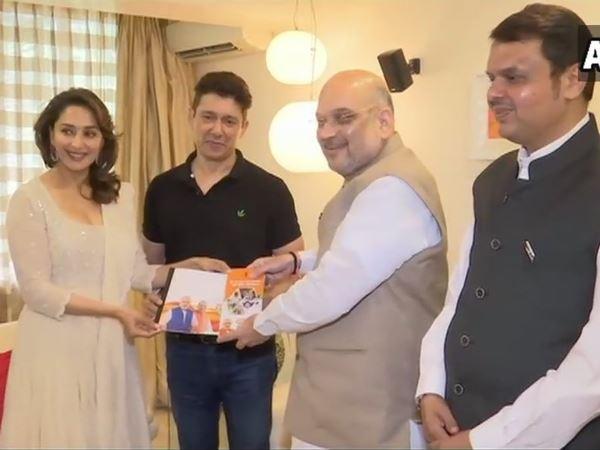Amit Shah Meets Madhuri Dixit Her Husband Dr Sriram Nene Sampark For Samarthan