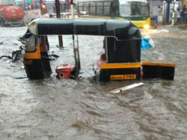 Live Heavy Rain Lashes Mumbai Resulting Water Logging Several Areas