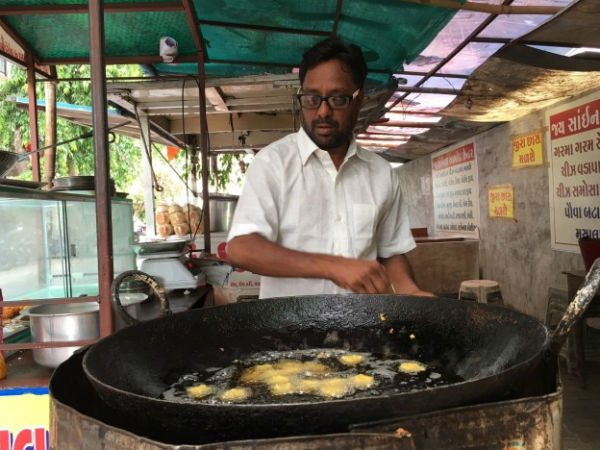 Congress Worker Gujarat Sells Pakoda After Pm Narendra Modi Calls It A Business Now Earning Good