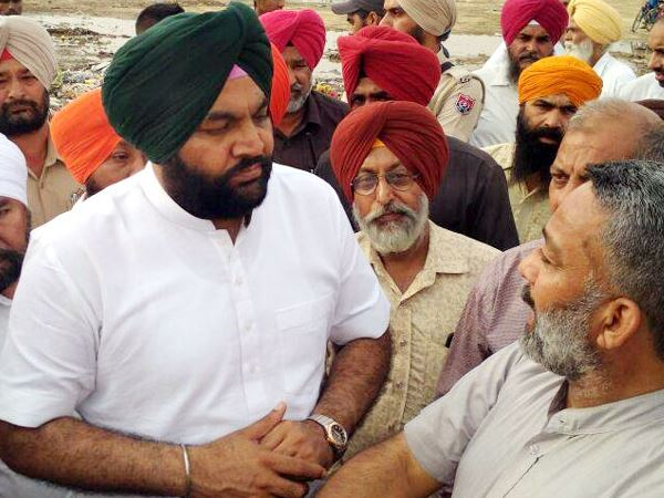 Congress Mp G S Aujla Pulls Chain Train To Get Its Water Tanks Filled In Amritsar