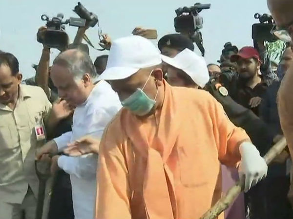 Yogi Adityanath Begins Cleanliness Drive From Gomti River Bank In Lucknow