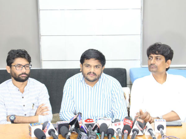 After Lathhakand In Ahmedabad Youth Leaders Raid In Gandhinagar For Liquir