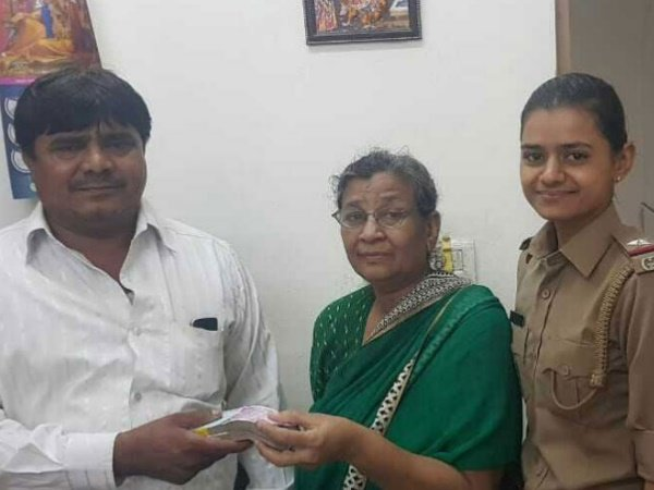 Auto Driver Returns 4 Lakh Rupees Heart Patient