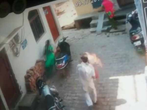 Man Chases Women With Burning Lpg Cylinde Video Viral In Allahahabad