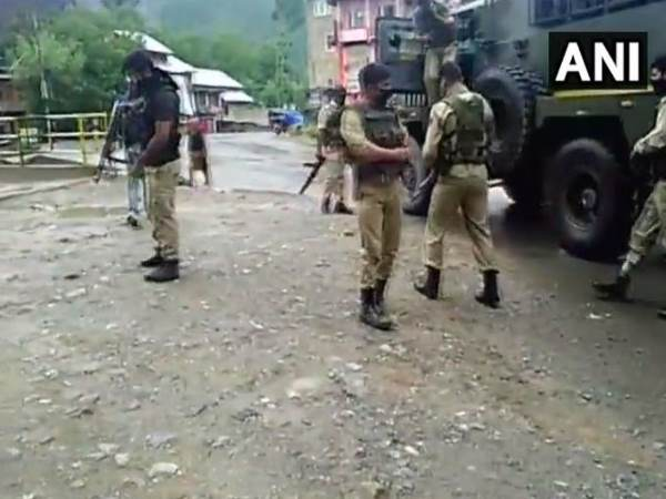 Jammu Kashmir Terrorists Fired Upon Crpf Party In Anantnag 2 Soldiers Injured