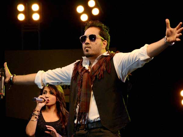 Mika Singh Files Theft Complaint Cash Gold Worth 3 Lakh Stolen From Singer S Mumbai House