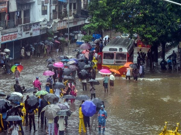 Mumbai Rain Stopped But Road Rail Traffic Still Disrupted