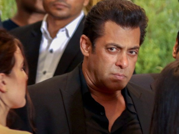 Salman Khan Went Unnoticed This Dubai Mall Video Goes Viral
