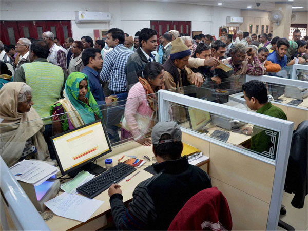Bank Earns 5000 Crore From Customers Over Breaching Minimum Balance