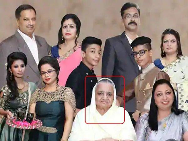 Delhi Burari Suicide Case 11 Member Bhatiya Family Rebirth