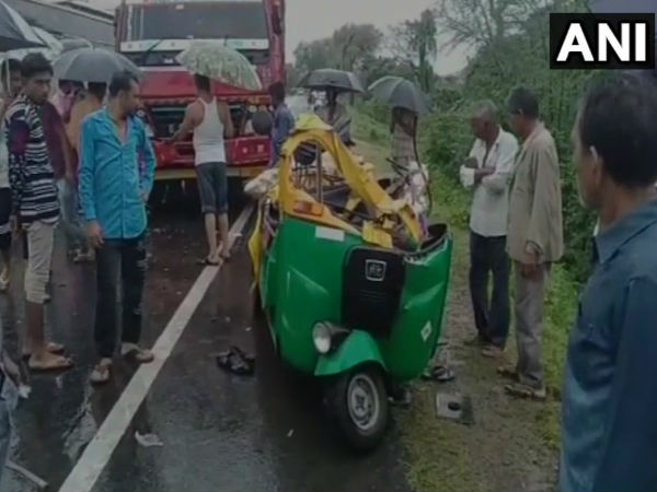 Dead A Collision Between An Auto Rickshaw Truck Kheda S