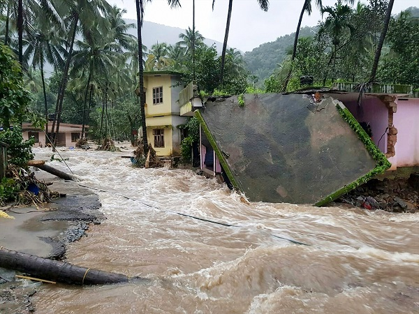 Sbi Contributes Around 2crores Flood Hit Keralaites