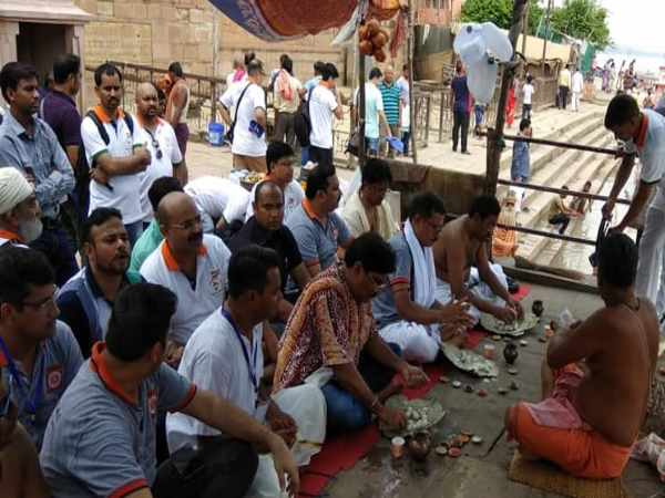 At Least 150 Men Did Pisachini Mukti Pooja Pind Dan Who Torchered By His Wives In Varanasi