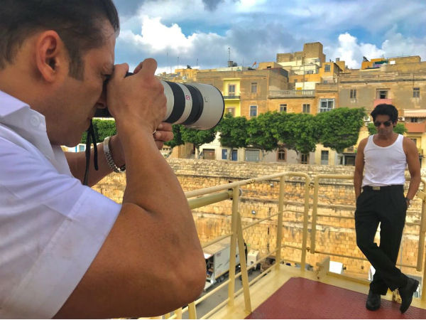 Salman Khan Became Photographer Sunil Grower