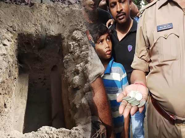 Varanasi People Found Pot Filled With 42 Silver Coins