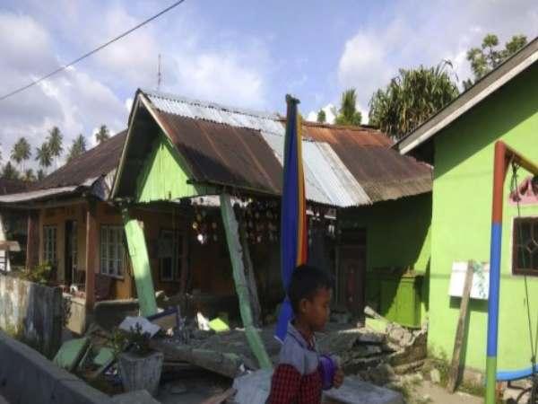 Strong Quake Tsunami Indonesia S Sulawesi Island Kill At Le