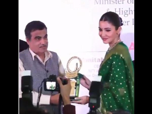 Anushka Sharma Honored With Smita Patil Memorial Award Union