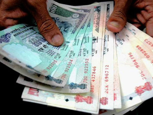 Rupee Slump Sparks Rush Send Cash Home Indian Workers