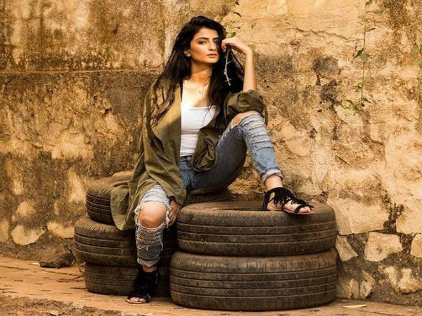 Shweta Tiwari A Daughter Palak Tiwari Again Goes Bold