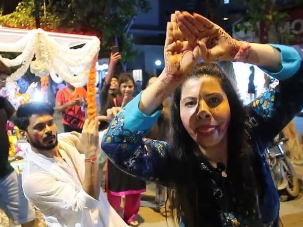 Actress Sambhavna Seth Naagin Dance On Ganesh Visarjan