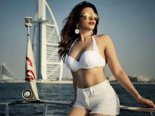 Yeh Meri Life Hai Fame Shama Sikander Bikini Pic Viral