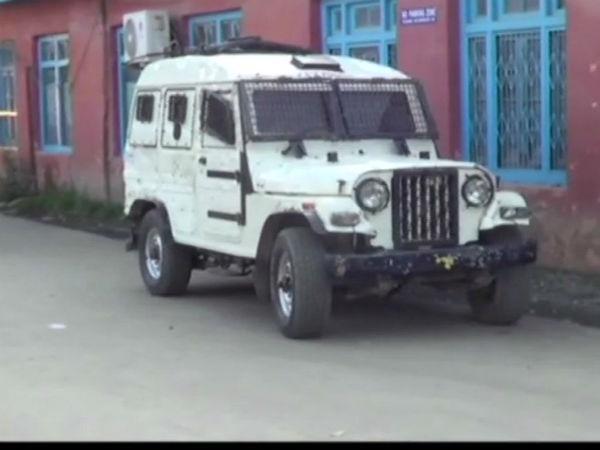 Jammu Kashmir Terrorist Attacked A Police Station Shopian One Policeman Martyred