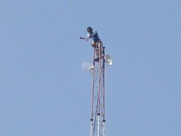 A Farmer Climbed The Tower In Bhopal
