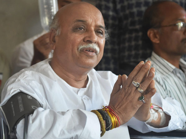 Pravin Togadia Rally From Lucknow Ayodhya For Demands Ram Mandir