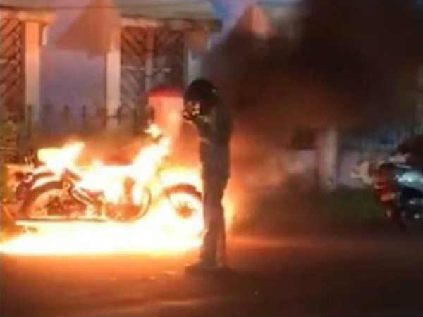 Handed Bike 7 Years Later Man Burns It Etch Common Mans Ordeal