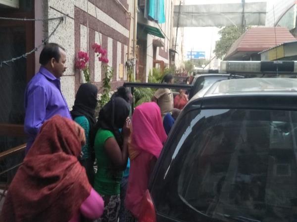 Ghaziabad 28 Girls Rescued From Indirapuram Police