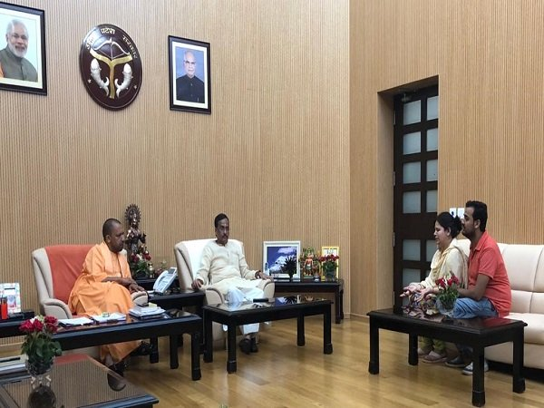 Vivek Tiwari Murder Family Members Deceased Meet Cm Yogi Ad