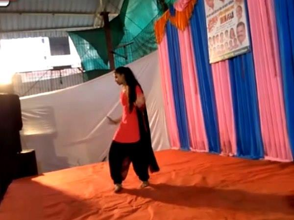Girl Performing On Sapna Choudhary Song Mumbai Died
