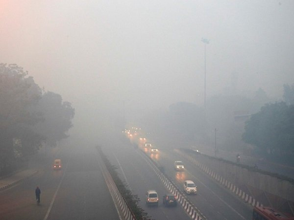 Pollution Delhi Relents Slightly But May Choke Tonight During Diwali Celebrations
