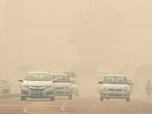 Smog Engulfs Delhi Ncr Air Quality Worsen On Thursday Water Sprinkling Drive To Continue For Few Day