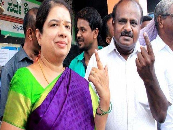 Karnataka Bypolls Cm Kumaraswamy Wife Anitha Created History